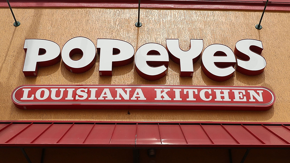 A Popeyes sign