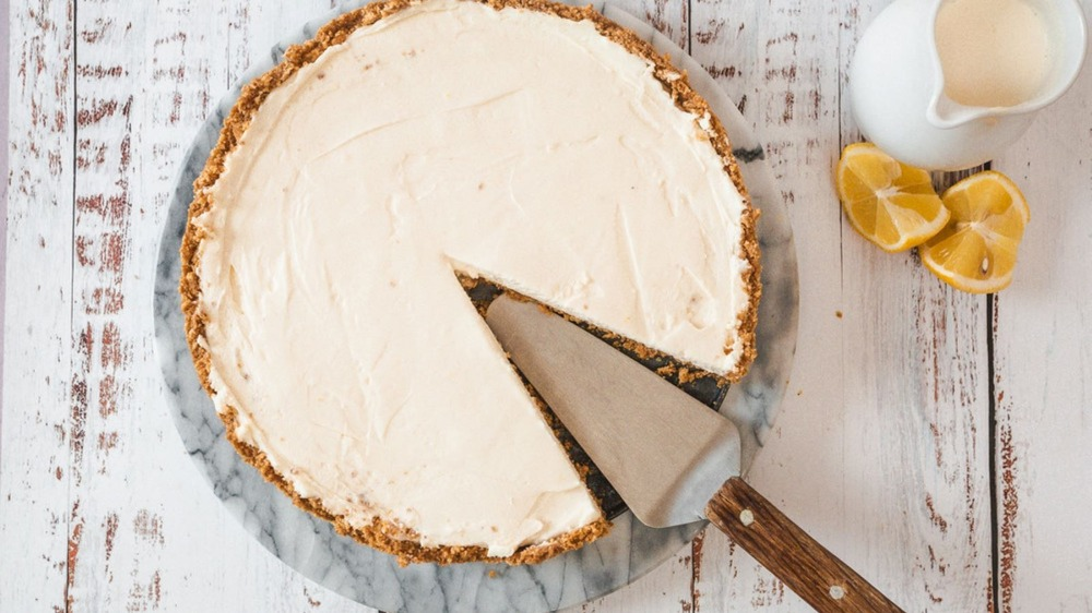 No-bake cheesecake with slice cut out