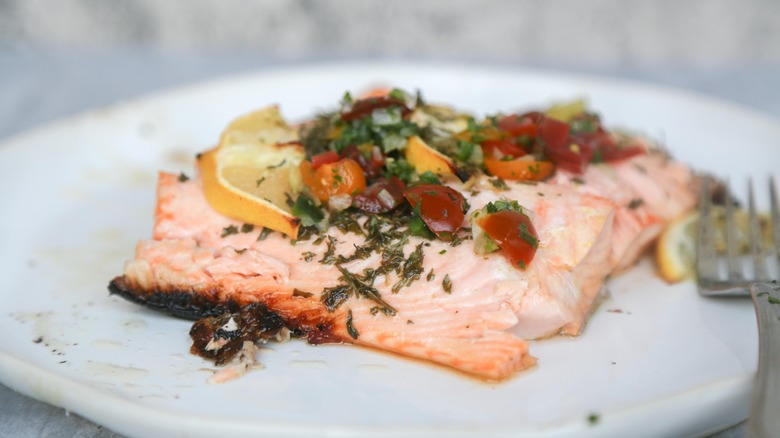 grilled salmon recipe presentation