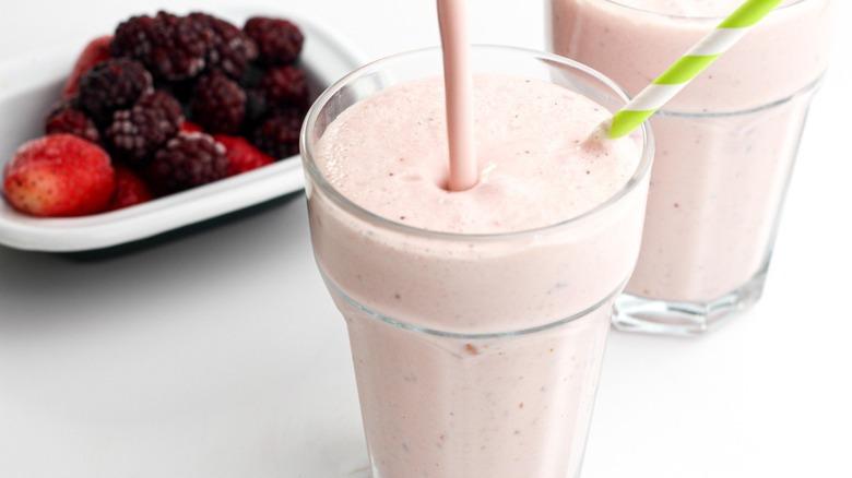 drinkable yogurt with berries