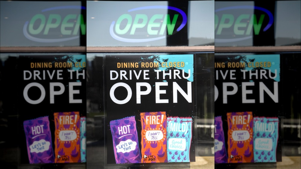 Taco Bell open sign