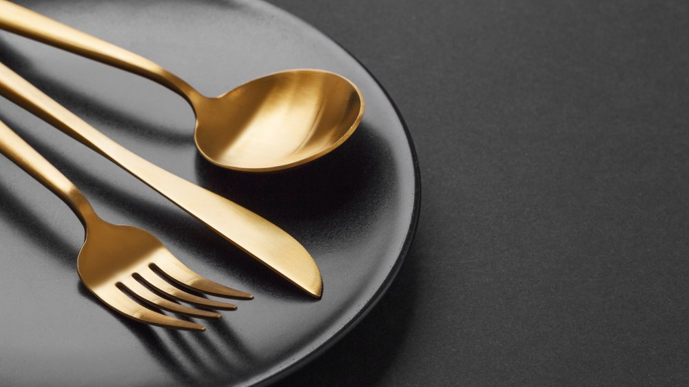 Plate with gold cutlery