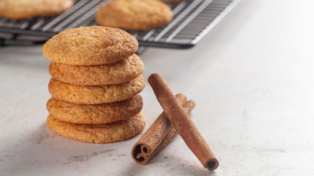 A group of snickerdoodle cookies