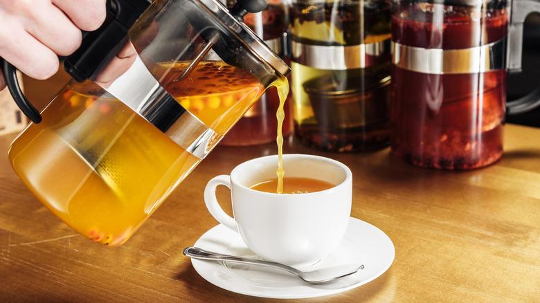 French press tea making