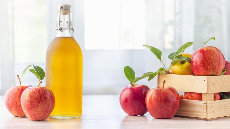 apple cider vinegar, vinegar, apples