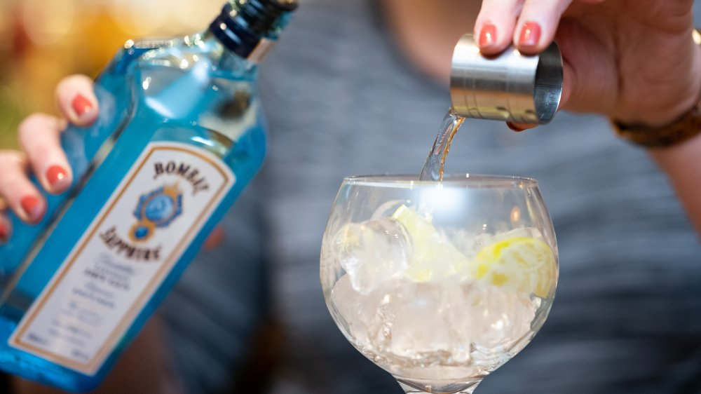 Bombay Sapphire Gin poured into a cocktail