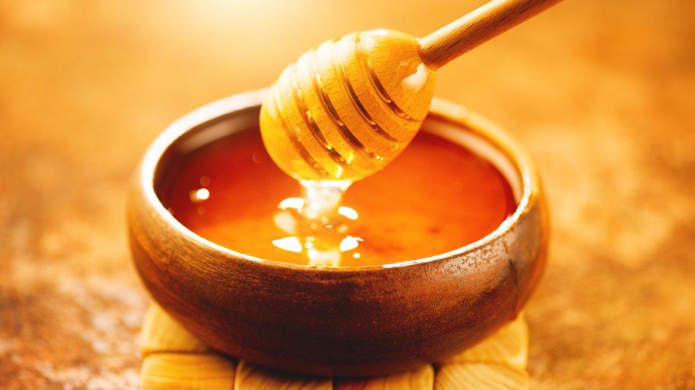 Honey in the bowl