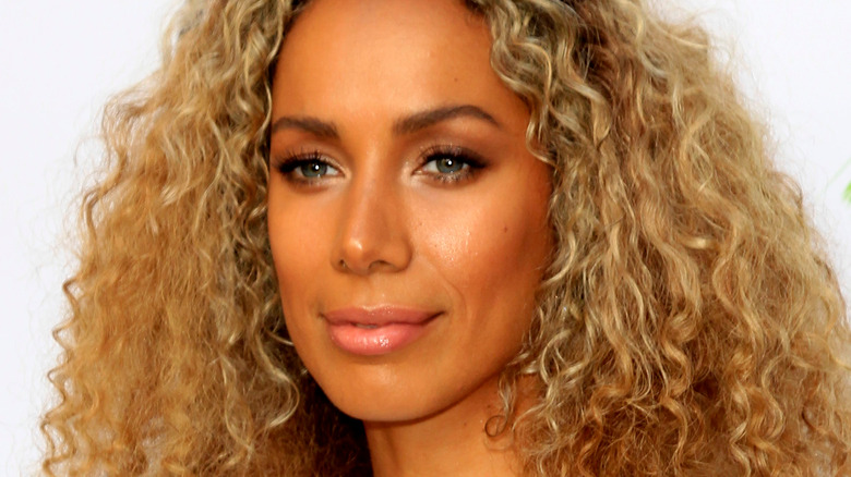 Closeup of Leona Lewis with curly h air