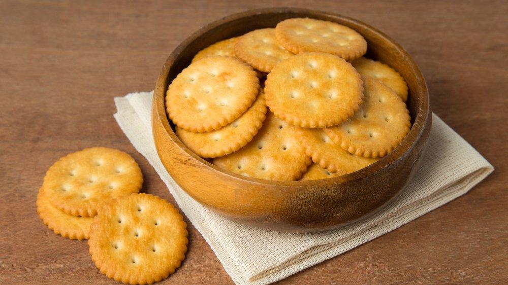 bowl of ritz crackers