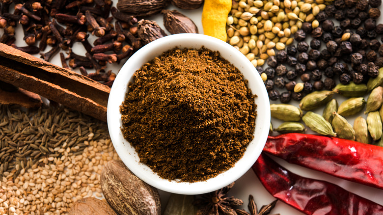 Powdered garam masala with whole spices
