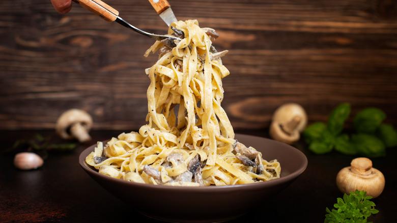 Creamy fettuccini alfredo with mushrooms