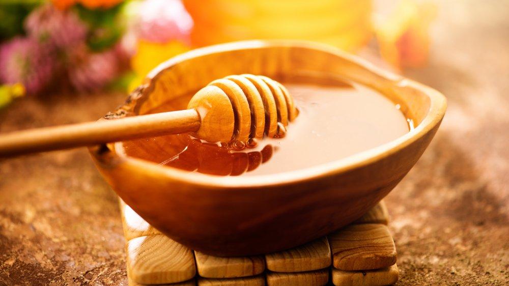 Wooden honey pot