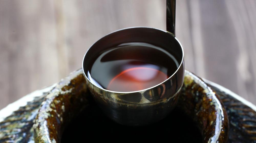 Ladle of rice wine