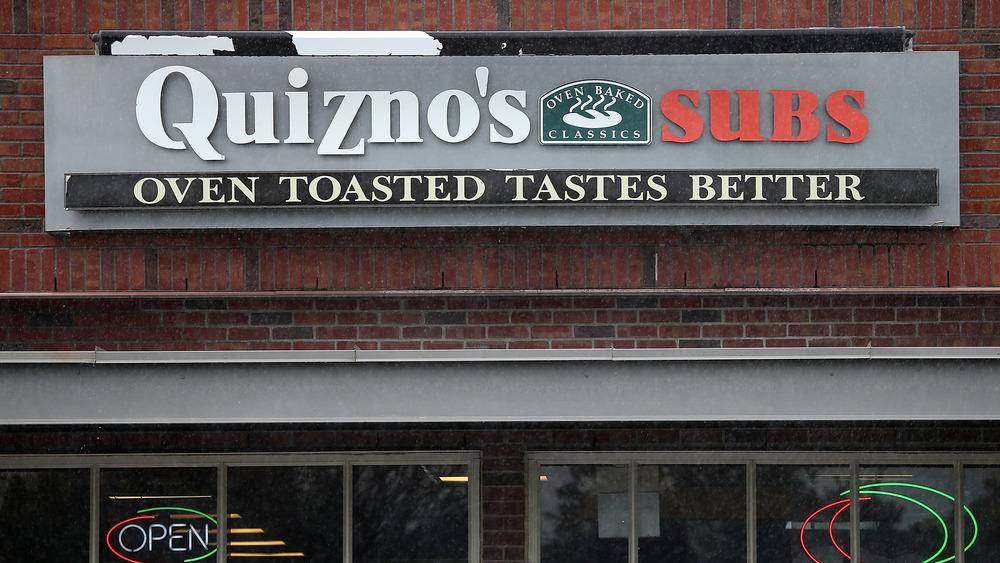 Quiznos sign