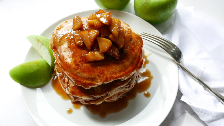 plate of apple cinnamon pancakes