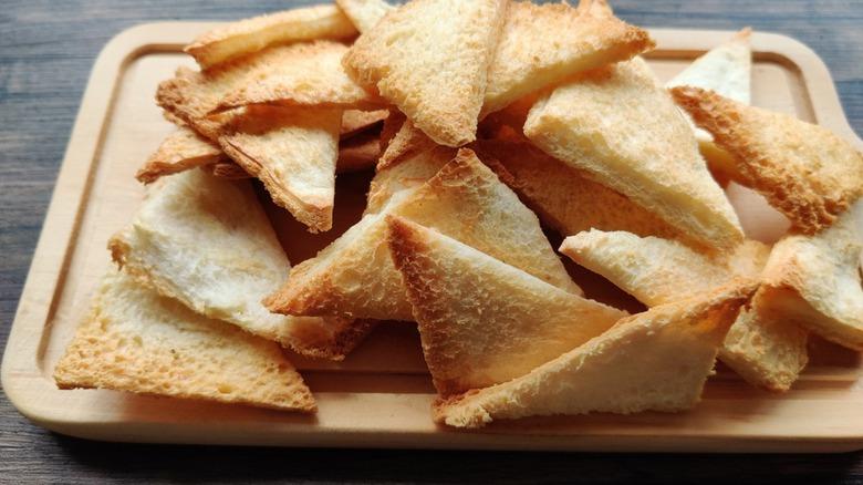 Melba toast on cutting board