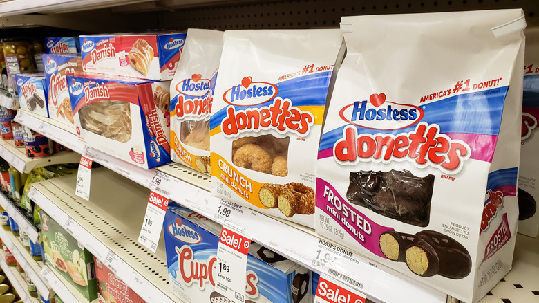 A grocery aisle with Hostess donettes