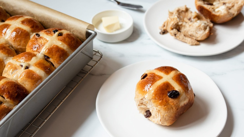 Hot cross buns in pan and on plate