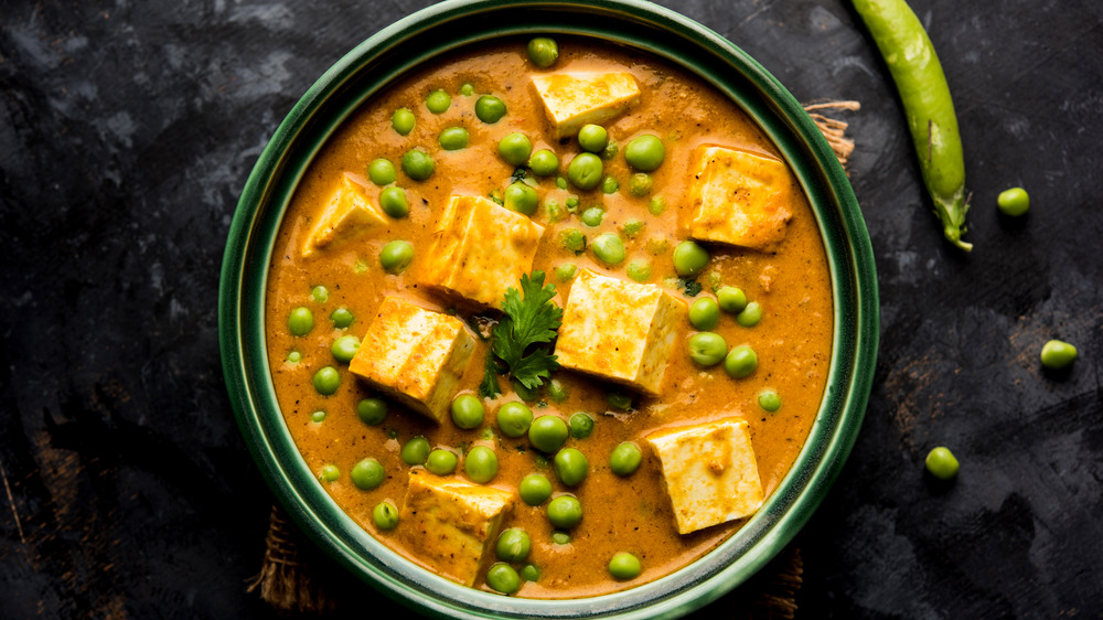 Indian curry with paneer and peas