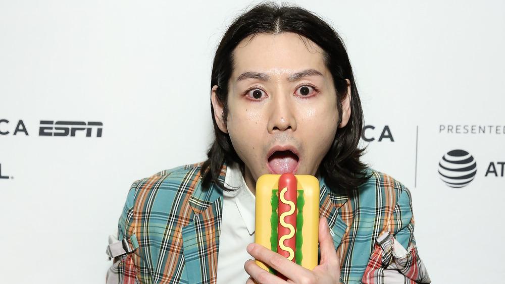 Takeru Kobayashi pretending to eat a fake hot dog