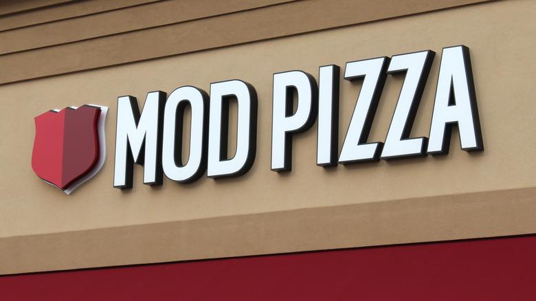 Mod Pizza storefront sign