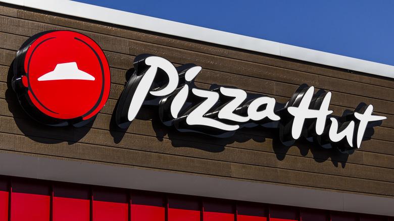 Pizza Hut storefront sign