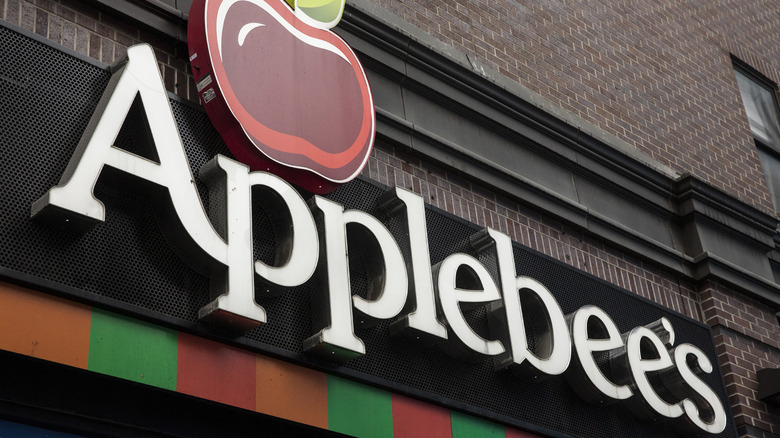 white applebee's restaurant sign on brick building
