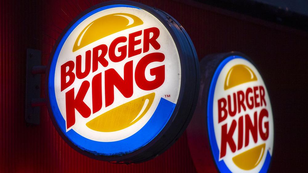 Burger King sign lit up