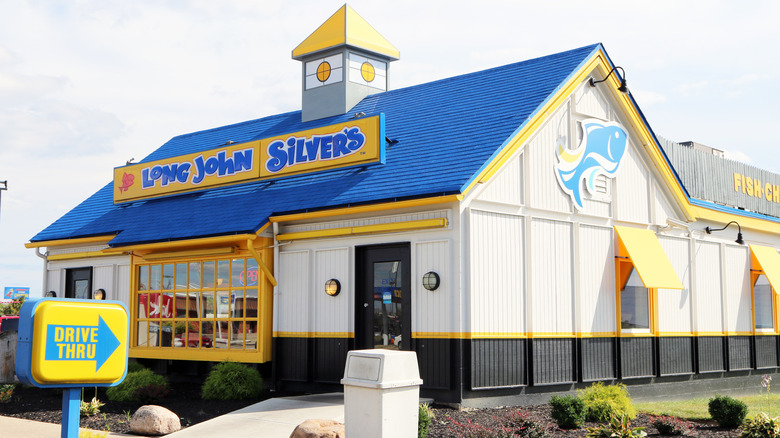 Yellow and blue Long John Silver's building from outside