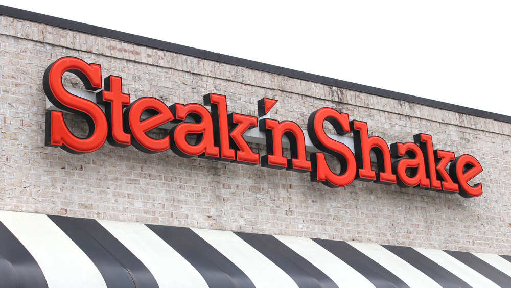 Steak 'n shake exterior sign