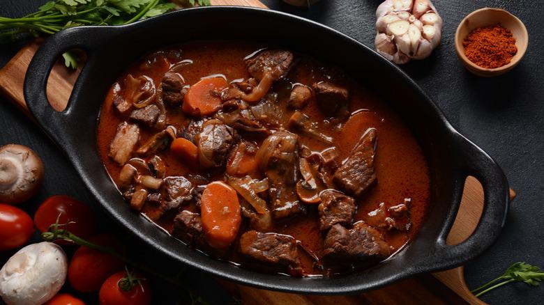 beef bourguignon in dutch oven