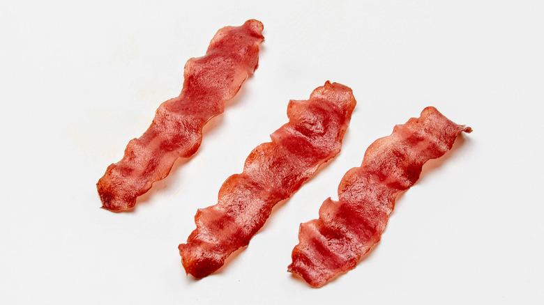 Three slices of turkey bacon