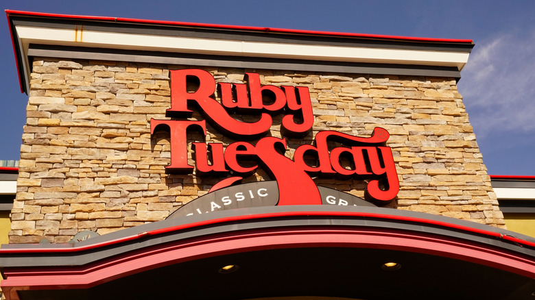 Outside a Ruby Tuesday outlet