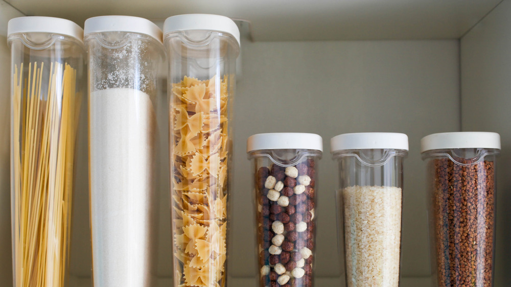 Decanted containers of dry cereal