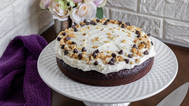 banan cake with frosting