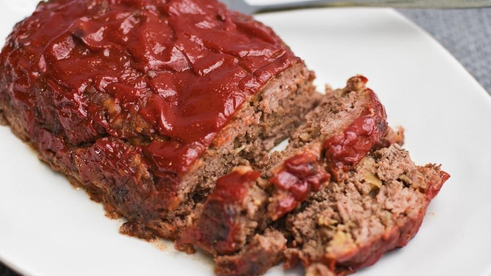 sliced meatloaf with ketchup
