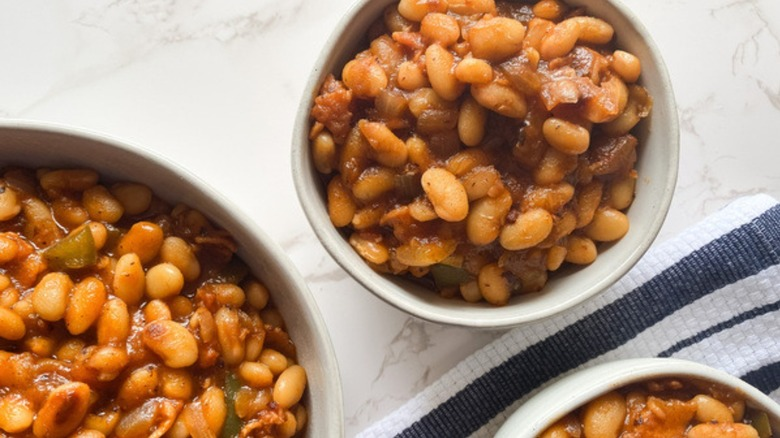 instant pot baked beans in bowls