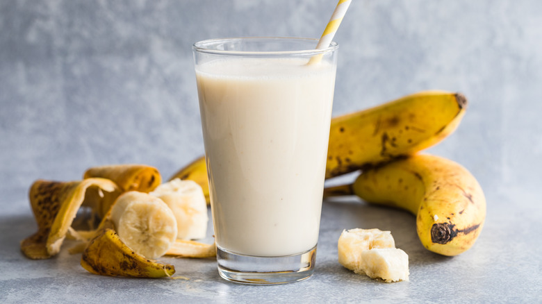 Bananas with milk