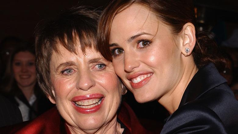Jennifer Garner hugging her mother