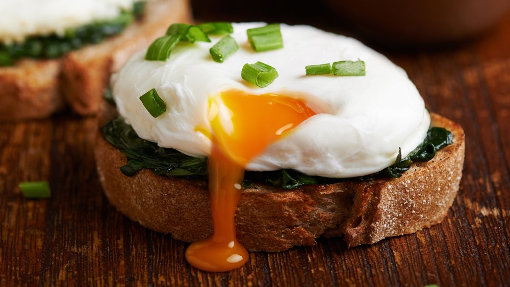 poached egg on toast with spinach