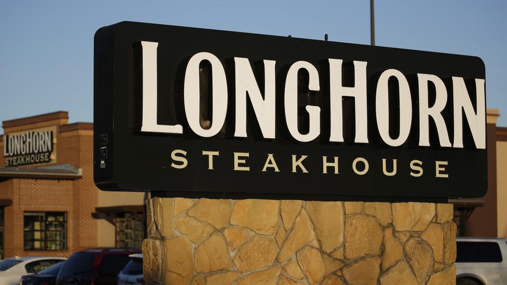 Longhorn Steakhouse sign
