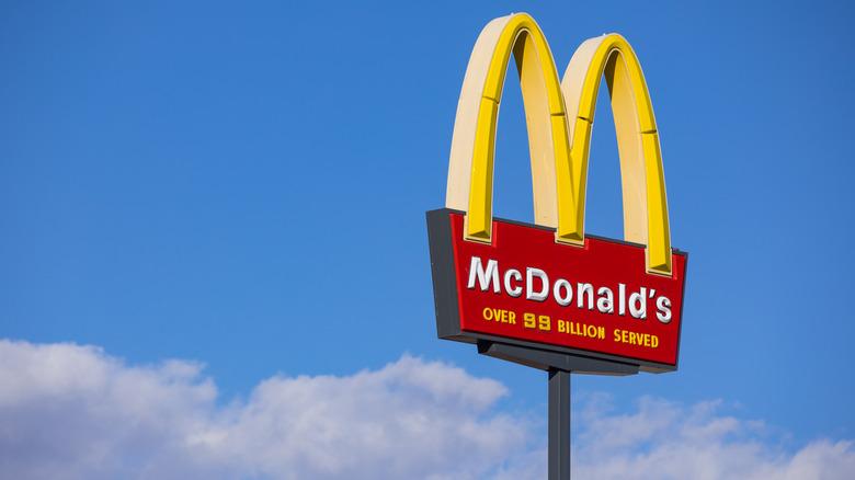 A McDonad's sign against blue sky
