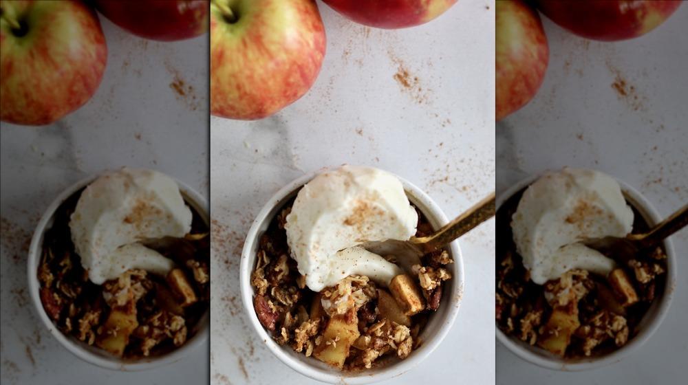 mini apple crumbles