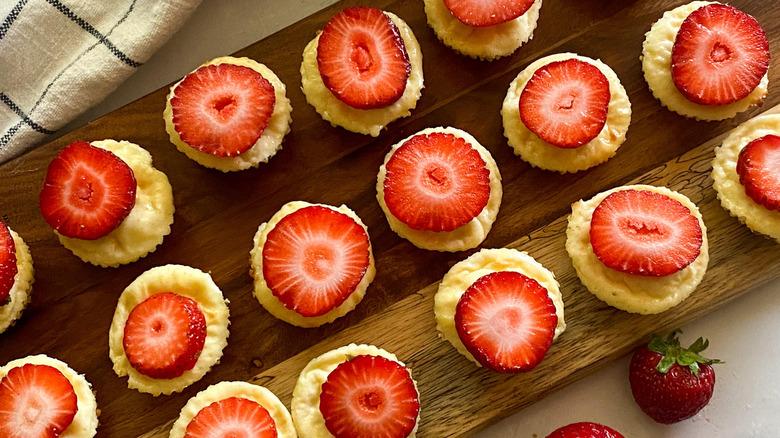 mini cheesecake bites on board