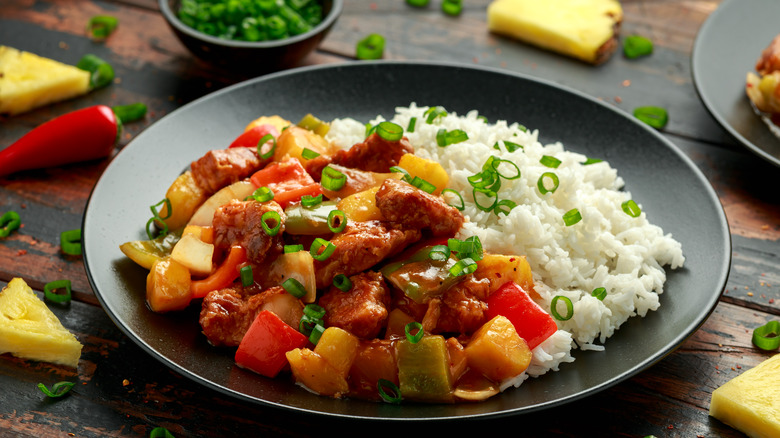 sweet and sour chicken with white rice