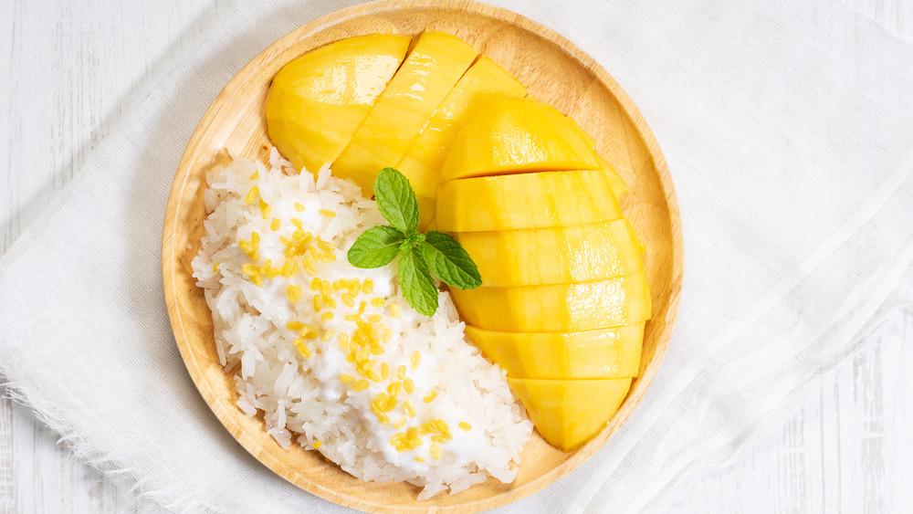 Mango with sticky rice dessert