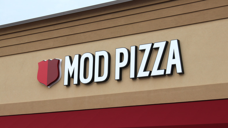 Mod Pizza store front