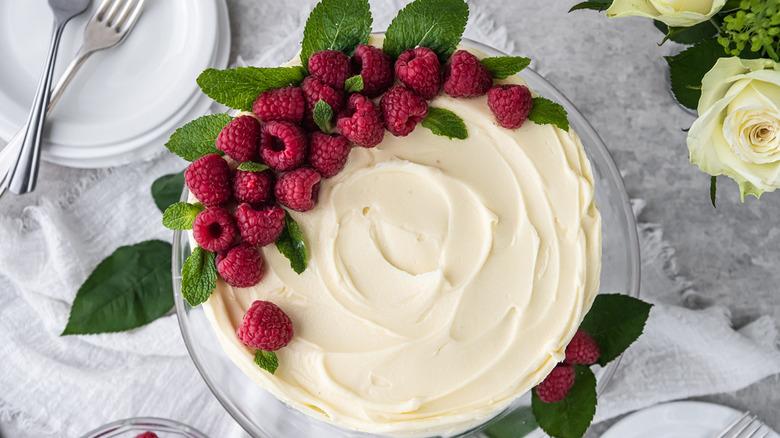 white chocolate cake with raspberries