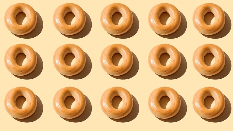 Rows of plain bagels on neutral background
