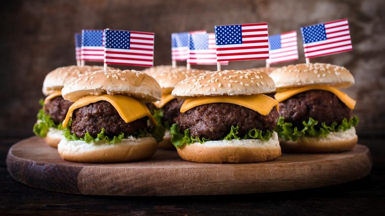 Mini cheeseburgers with American flags